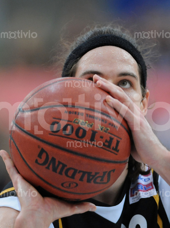 Basketball   1. Bundesliga 2009/2010  27.02.2010 Walter Tigers Tuebingen -  BG Goettingen Dane Watts (Tigers) mit Ball
