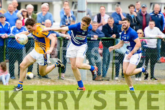 Danie O'Brien (G;enflesk) in action against Michael O'Suliivan (Laune Rangers) at the Intermediate Club Championship in Glenflesk last Sunday. Final score Glenflesk 0-13, Laune Rangers 3-07.