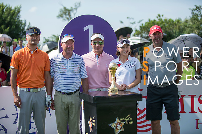 (L-R) Cao Weiyu, Rich Beem, Tenniel Chu, Cindy Lee, and Gary McAllister pose for a photo at the 1st hole during the World Celebrity Pro-Am 2016 Mission Hills China Golf Tournament on 22 October 2016, in Haikou, China. Photo by Marcio Machado / Power Sport Images