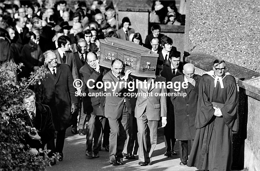 Funeral of Lord Faulkner, previously Brian Faulkner, Ulster Unionist politician, who died in a riding/hunting accident. The cortege at Magherahamlet Presbyterian Church, Seaforde, N Ireland, moves to the adjoining graveyard. 177/77, 197703050177c.<br />
