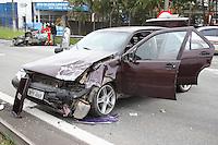 SAO BERNARDO DO CAMPO, SP, 20/05/2012, ACIDENTE FATAL.  Dois veiculos colidiram na Rodovia Anchieta km 13, um deles era um Chevette que  capotou e seu ocupante morreu carbonizado. O motorista do Tempra nao foi localizado, provavelmente fugiu do local. Varios CDs ficaram espalhados pela pista, os mesmos pertenciam ao motorista do Chevette que provavelmente trabalhava como ambulante. Luiz Guarnieri/ Brazil Photo Press.