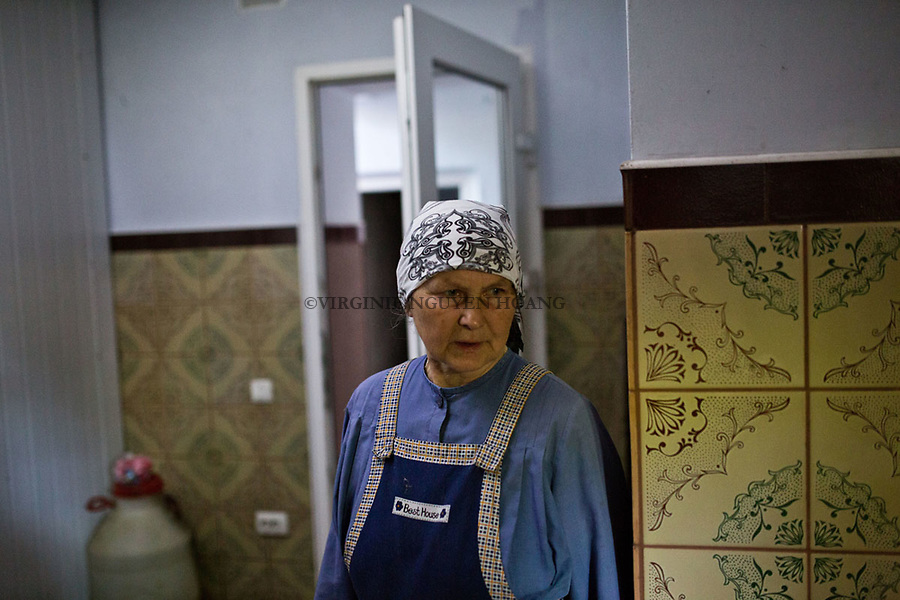 UKRAINE, Pisky: Sister of the Russian Orthodoxe Church in Pisky. <br /> <br /> UKRAINE, Pisky: S&oelig;ur de l'Eglise Orthodoxe russe de Pisky.