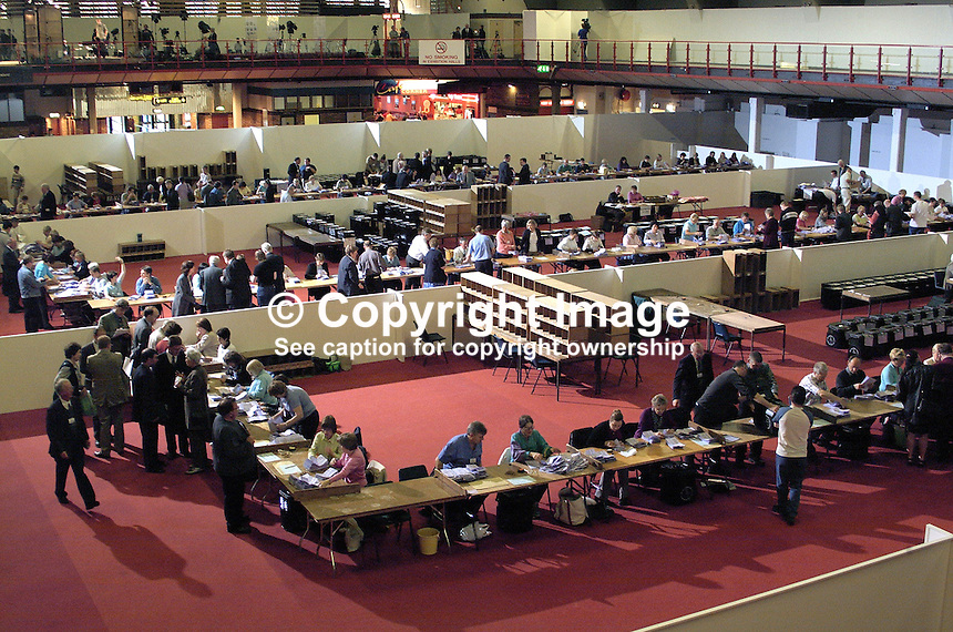 June 2001 UK General Election / Local Government  count at the King¥s Hall, Belfast, N Ireland. Ref: 2001062251..Copyright Image from Victor Patterson, 54 Dorchester Park, Belfast, UK, BT9 6RJ..Tel: +44 28 9066 1296.Mob: +44 7802 353836.Voicemail +44 20 8816 7153.Skype: victorpattersonbelfast.Email: victorpatterson@mac.com.Email: victorpatterson@ireland.com (back-up)..IMPORTANT: If you wish to use this image or any other of my images please go to www.victorpatterson.com and click on the Terms & Conditions. Then contact me by email or phone with the reference number(s) of the image(s) concerned.