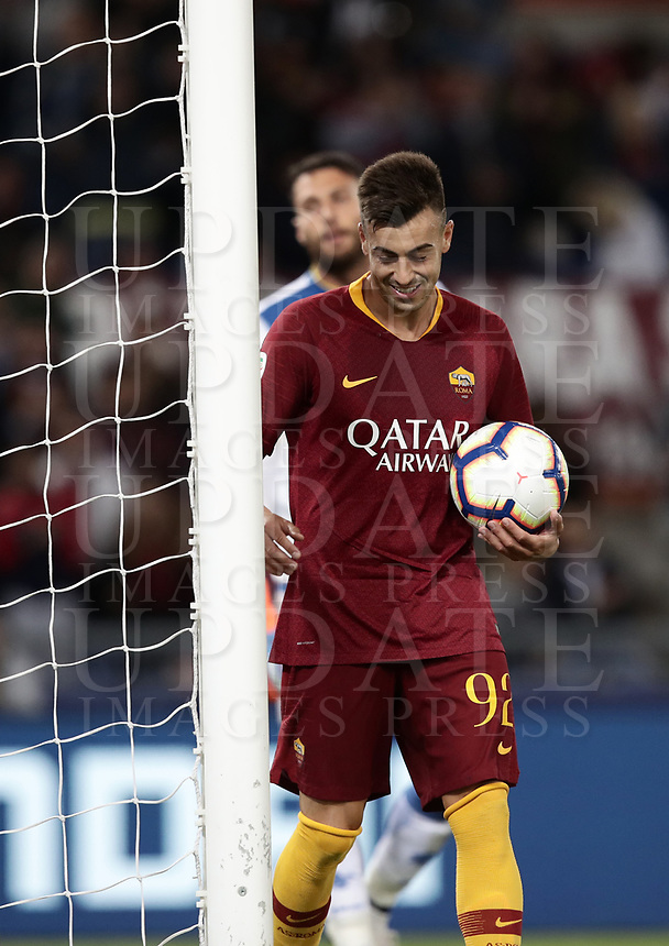 Football, Serie A: AS Roma - Frosinone, Olympic stadium, Rome, 26 September 2018. <br /> Roma's Stephan El Shaarawy celebrates after scoring during the Italian Serie A football match between AS Roma and Frosinone at Olympic stadium in Rome, on September 26, 2018.<br /> UPDATE IMAGES PRESS/Isabella Bonotto