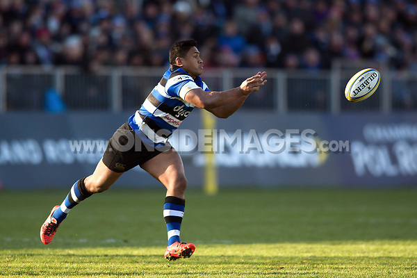 Ben Tapuai of Bath Rugby passes the ball. Aviva Premiership match, between Bath Rugby and Harlequins on November 25, 2017 at the Recreation Ground in Bath, England. Photo by: Patrick Khachfe / Onside Images