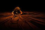 SI DANS CETTE CHAMBRE UN AMI ATTEND..Conception et chorégraphie : Perrine Valli..Interprétation : Perrine Valli..Son : Éric Linder..Voix : Carla Demierre..Lumières  Laurent Schaer..Scénographie et costumes : Thibault Vancraenenbroeck..Association SAM-HESTER..Théâtre MC93..Ville : Bobigny..le 02/05/2012..© Laurent Paillier / photosdedanse.com