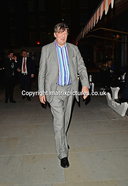 NON EXCLUSIVE PICTURE: PALACE LEE / MATRIXPICTURES.CO.UK<br /> PLEASE CREDIT ALL USES<br /> <br /> WORLD RIGHTS<br /> <br /> English comedian, actor and television personality Stephen Fry, Canadian actor Kiefer Sutherland, and English comic Jack Whitehall, are pictured as they go for dinner at Chiltern's Firehouse Restaurant in London, England.<br /> <br /> APRIL 26th 2014<br /> <br /> REF: LTN 142060