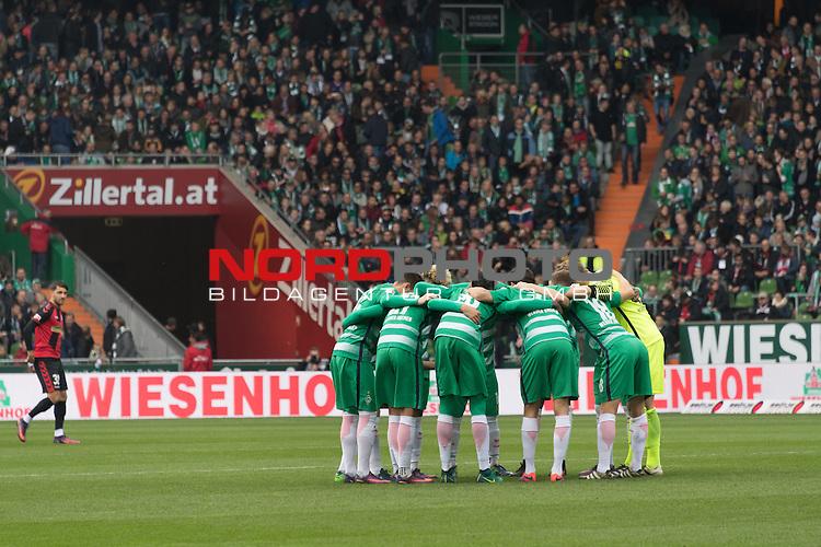 29.10.2016, Weser Stadion, Bremen, GER, 1.FBL, Werder Bremen vs SC Freiburg, im Bild<br /> Mannschaftskreis Werder <br /> <br /> Foto &copy; nordphoto / Kokenge