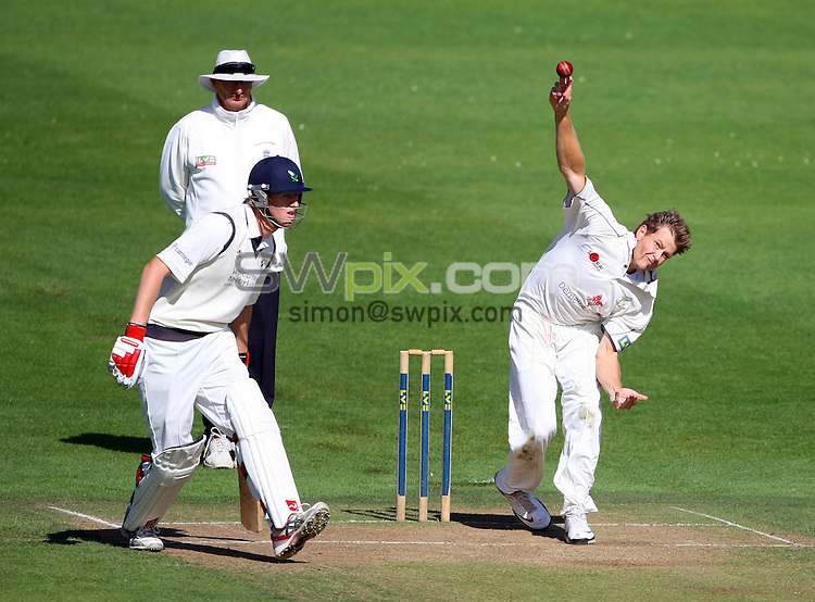 PICTURE BY VAUGHN RIDLEY/SWPIX.COM - Cricket - County Championship - Yorkshire v Kent, Day 2 - Headingley, Leeds, England - 14/09/10...Copyright - Simon Wilkinson - 07811267706...Yorkshire's Steve Patterson and Kent's Dewald Nel.