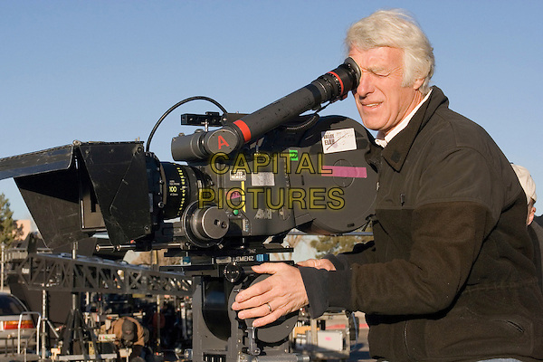 ROGER DEAKINS (CINEMATOGRAPHER).on the set of In the Valley of Elah .*Filmstill - Editorial Use Only*.CAP/FB.Supplied by Capital Pictures.