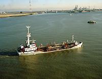 Januari 1994. Schip Vlaanderen I van DEME.