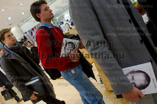 Customers queue with their copies of the Steve Jobs biography written by Walter Isaacson published in Hungarian translation in Budapest, Hungary on November 28, 2011. ATTILA VOLGYI