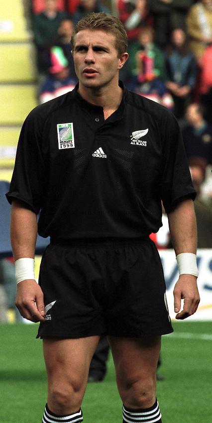 Photo. Richard Lane.New Zealand v Tonga. 3/10/99..Justin Marshall.