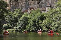 Europe/France/Midi-Pyrénées/46/Lot/ Cabrerets:Descente en Canoé  de la Vallée du Célé - Canoés et maisons du Village