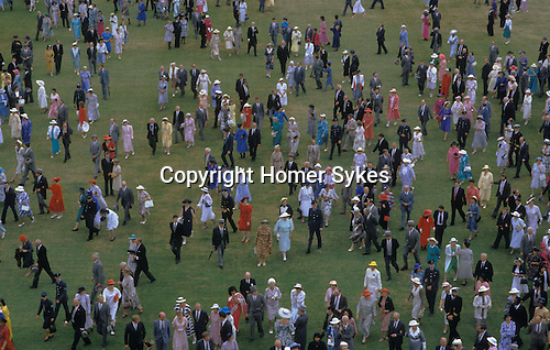 Queen garden Party Buckingham Palace. Guests leave after the formal garden party.  Circa 1985
