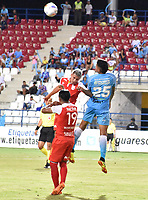 MONTERIA - COLOMBIA, 19-08-2018: Juan Camilo Roa (Der) jugador de Jaguares de Córdoba disputa el balón con Juan Daniel Roa (Izq) jugador de Independiente Santa Fe durante partido por la fecha 5 de la Liga Águila II 2018 jugado en el estadio Municipal de Montería. / Juan Camilo Roa (R) player of Jaguares of Cordoba vies for the ball with Juan Daniel Roa (L) player of Independiente Santa Fe during a match for the date 5 of the Liga Aguila II 2018 at the Municipal de Monteria Stadium in Monteria city. Photo: VizzorImage / Andres Felipe Lopez / Cont