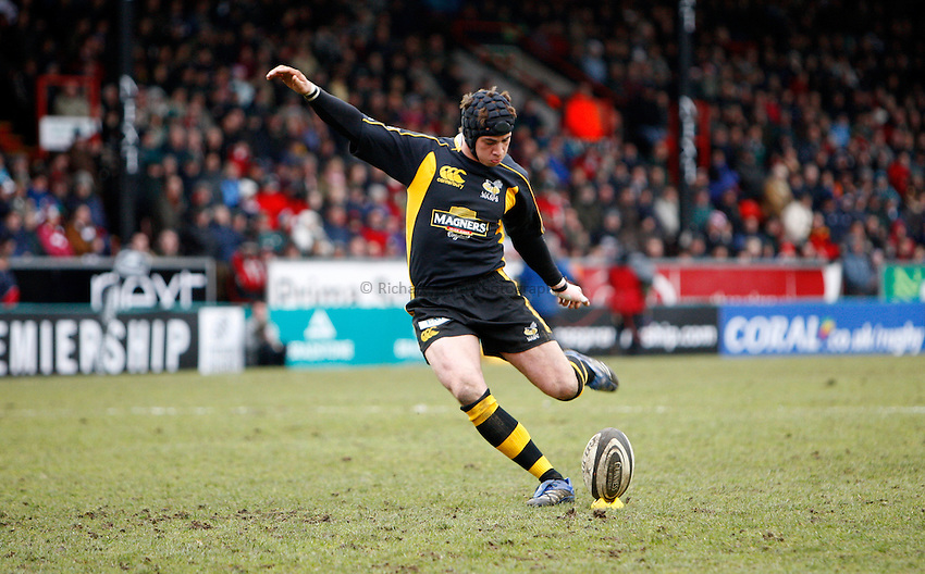 Photo: Richard Lane/Richard Lane Photography..Leicester Tigers v London Wasps. Guinness Premiership. 29/03/2008. Wasps' Danny Cipriani kicks to convert his try.