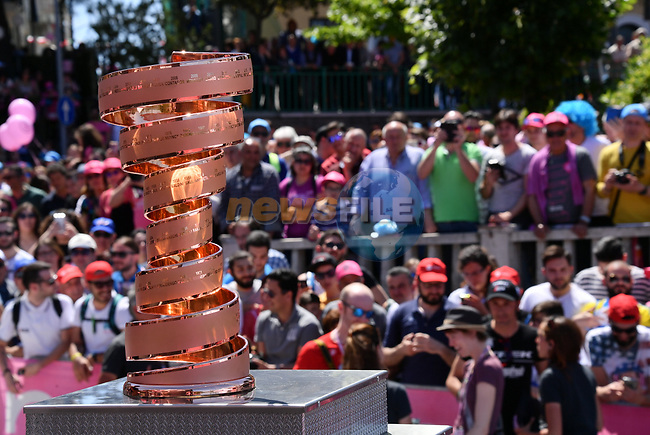 The Trofeo Senza Fine on display at sign on before the start of Stage 9 of the 100th edition of the Giro d'Italia 2017, running 149km from Montenero di Bisaccia to Blockhaus, Italy. 14th May 2017.<br /> Picture: LaPresse/Gian Mattia D'Alberto | Cyclefile<br /> <br /> <br /> All photos usage must carry mandatory copyright credit (&copy; Cyclefile | LaPresse/Gian Mattia D'Alberto)