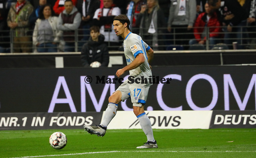 Benjamin Stambouli (FC Schalke 04) - 11.11.2018: Eintracht Frankfurt vs. FC Schalke 04, Commerzbank Arena, DISCLAIMER: DFL regulations prohibit any use of photographs as image sequences and/or quasi-video.