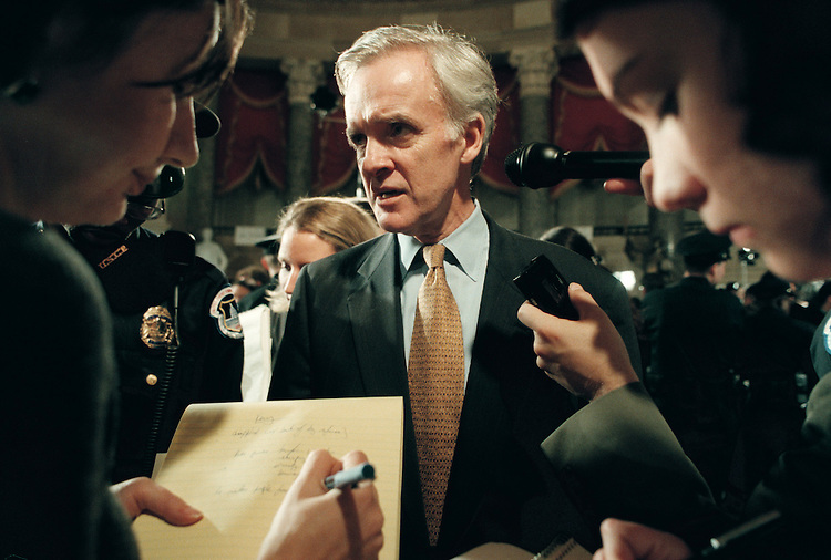 RC20000127-101-TW:January 27, 2000: Sen. Bob Kerrey of Nebraska speaks to reporters in Statuary Hall after the State of the Union address.                  Tom Williams?Roll Call