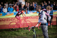 daddy's babysitting (&amp; having pit-duty) while mammy's racing<br /> <br /> Women's race<br /> Koppenbergcross / Belgium 2017
