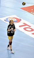 EHF Champions League Handball Damen / Frauen / Women - HC Leipzig HCL : SD Itxako Estella (spain) - Arena Leipzig - Gruppenphase Champions League - im Bild: Sara Eriksson mit Ball vor Spiel. Porträt Ganzfigur Hochwerfen Blick nach oben. Foto: Norman Rembarz .