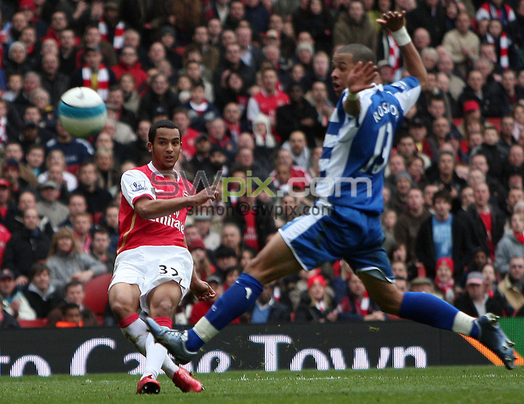 PICTURE BY JEREMY RATA/SWPIX.COM - Barclays Premier League Football - Arsenal v Reading - Emirates Stadium, London, England - 19/04/08. Arsenals Theo Walcott shoot and hits the bar as Readings Liam Rosenior races in to try and stop him...Copyright - Simon Wilkinson - 07811267706..