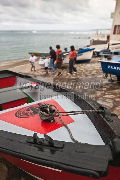 Europe/France/Aquitaine/64/Pyrénées-Atlantiques/Pays-Basque/Guéthary:  Port de Guéthary - Le port, fortement incliné pour hisser les baleines [Autorisation : 2011-124]