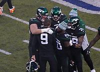 Entscheidendes Field Goal von kicker Sam Ficken (9) of the New York Jets löst großen Jubel über den 22:21 Sieg aus- 08.12.2019: New York Jets vs. Miami Dolphins, MetLife Stadium New York