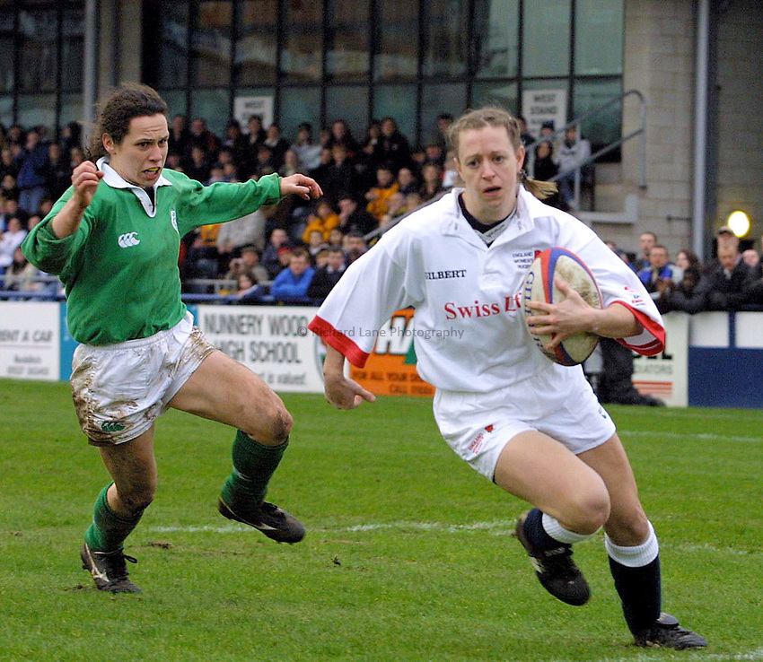 Photo : Garvin Davies.England v Ireland,Womens Six Nations Championships, at The Sixways,Worcester RFC,17-02-02.England replacement wing Emily Feltham races in for another English try during the 79-0 score