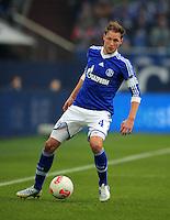 FUSSBALL   1. BUNDESLIGA   SAISON 2012/2013    27. SPIELTAG FC Schalke 04 - TSG 1899 Hoffenheim                       30.03.2013 Benedikt Hoewedes (FC Schalke 04) Einzelaktion am Ball