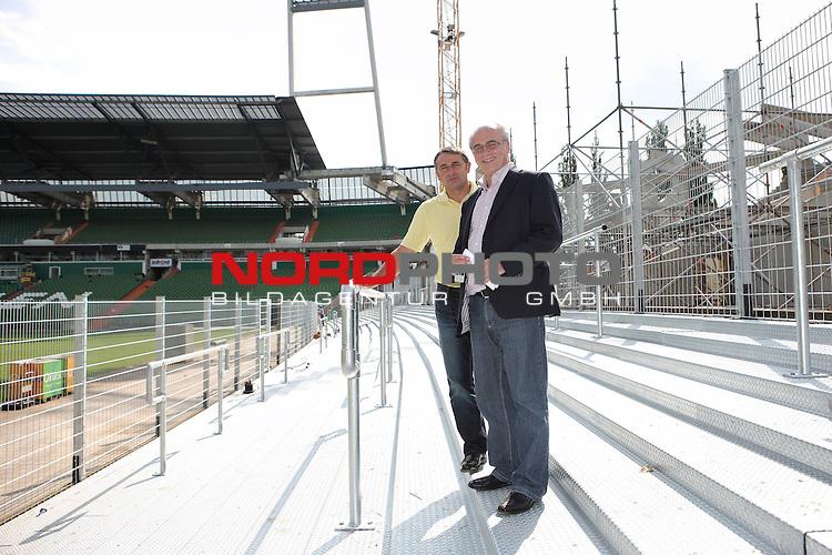 FBL 09/10 Werder Bremen 07.08.2009<br /> <br /> Umbau Weserstadion - Umbau Westkurve.<br /> <br /> Klaus Allofs (Gesch&scaron;ftsfŁhrer ProfifuŖball Werder Bremen) und Manfred MŁller (Gesch&scaron;ftsfŁhrer Marketing und Management Werder Bremen) auf der neuen TribŁne im Westen die w&scaron;hrend des Ersten Spiels gegen Frankfurt 1800 Fans Platz bietet.<br /> <br /> Foto &copy; nph ( nordphoto ) *** Local Caption *** *** Local Caption *** <br /> Fotos sind ohne vorherigen schriftliche Zustimmung ausschliesslich fŁr redaktionelle Publikationszwecke zu verwenden.<br /> <br /> Auf Anfrage in hoeherer Qualitaet/Aufloesung