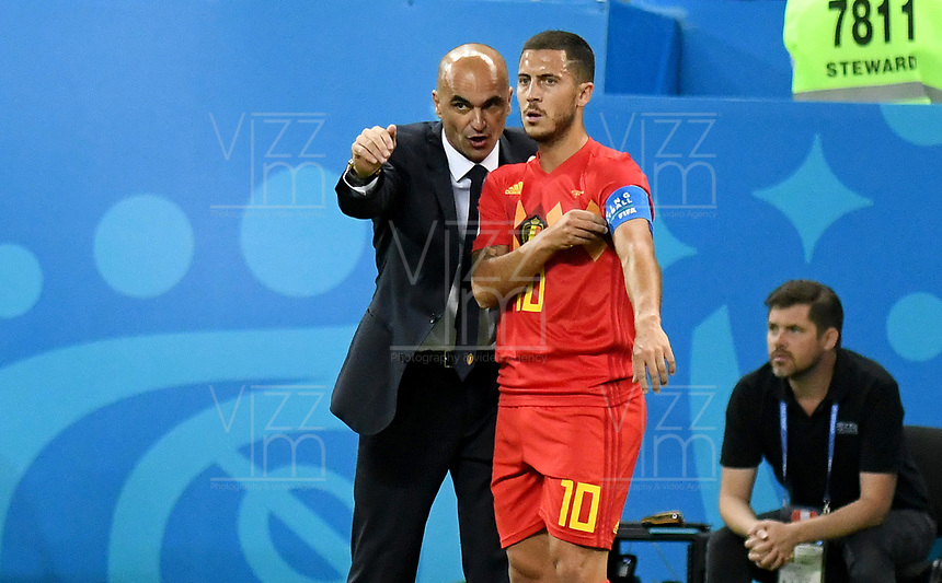 KAZAN - RUSIA, 06-07-2018: Roberto MARTINEZ técnico de Bélgica da instrucciones a Eden HAZARD (C) durante partido de cuartos de final contra de Brasil Copa Mundial de la FIFA Rusia 2018 jugado en el estadio Kazan Arena en Kazán, Rusia. / Roberto MARTINEZ coach of Belgium gives directions to Eden HAZARD (C) during match against Brazil of quarter final for the FIFA World Cup Russia 2018 played at Kazan Arena stadium in Kazan, Russia. Photo: VizzorImage / Julian Medina / Cont