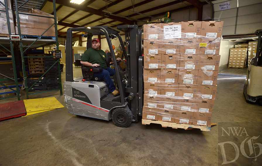NWA Democrat-Gazette/BEN GOFF @NWABENGOFF<br /> Nate Porter, driver for Northwest Arkansas Food Bank, unloads palets of chicken on Monday Dec. 19, 2016 at Northwest Arkansas Food Bank in Bethel Heights. Harps and Smart Chicken partnered to donate 5,300 pounds of chicken to the food bank through their 'Smart Giving' annual program, which is in it's 13th year.