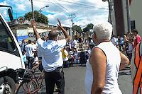 RIO DE JANEIRO, RJ, 15 AGOSTO 2012 - PROTESTO NO HASTEAMENTO DA BANDEIRA OLIMPICA EM REALENGO- Alunos do Colegio Pedro Segundo fazem protesto em frente a cerimonia de hasteamento da Bandeira na Praca dos Canhoes em Realengo zona oeste Rio de Janeiro.(FOTO:MARCELO FONSECA / BRAZIL PHOTO PRESS).