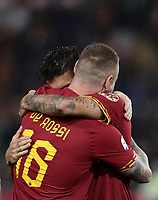 Football, Serie A: AS Roma - Parma, Olympic stadium, Rome, May 26, 2019. <br /> Roma's Daniele De Rossi (l) is congratulated by his teammate Lorenzo Pellegrini (r) during his farewell to Roma after 18 years at his home-town club at the end of the Italian Serie A football match between Roma and Parma at Olympic stadium in Rome, on May 26, 2019.<br /> UPDATE IMAGES PRESS/Isabella Bonotto