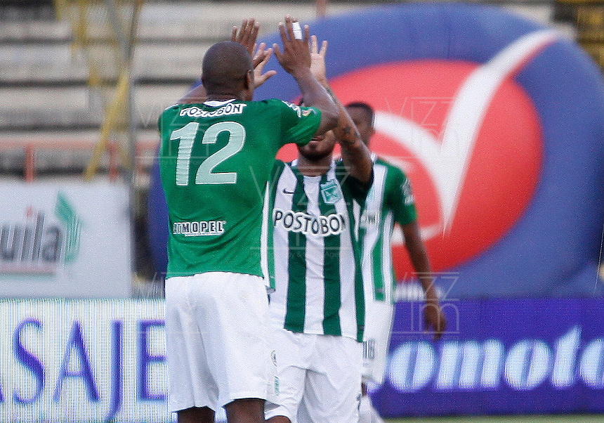 NEIVA, COLOMBIA, 01-05-2016: Jugadores de Atlético Nacional celebran después de anotar un gol a Atlético Huila durante partido por la fecha  16 de la Liga Águila I 2016 jugado en el estadio Guillermo Plazas Alcid de la ciudad de Neiva./ Players of Atletico Nacional celebrate after scoring a goal to Atletico Huila during match for the date 16 of the Aguila League I 2016 played at Guillermo Plazas Alcid in Neiva city. VizzorImage / Sergio Reyes / Cont