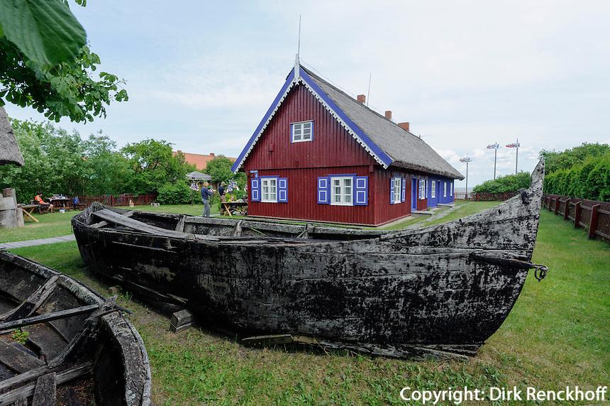 Kurenkahn vor Fischereimuseum in Nida auf der kurischen Nehrung, Litauen, Europa