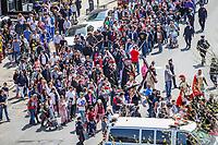 NOVA YORK, EUA, 19.04.2019 - RELIGIÃO-EUA - Fiéis católicos caminham por ruas em procissão em Manhattan na cidade de Nova York nos Estados Unidos nesta sexta-feira santa, 19. (Foto: William Volcov/Brazil Photo Press)