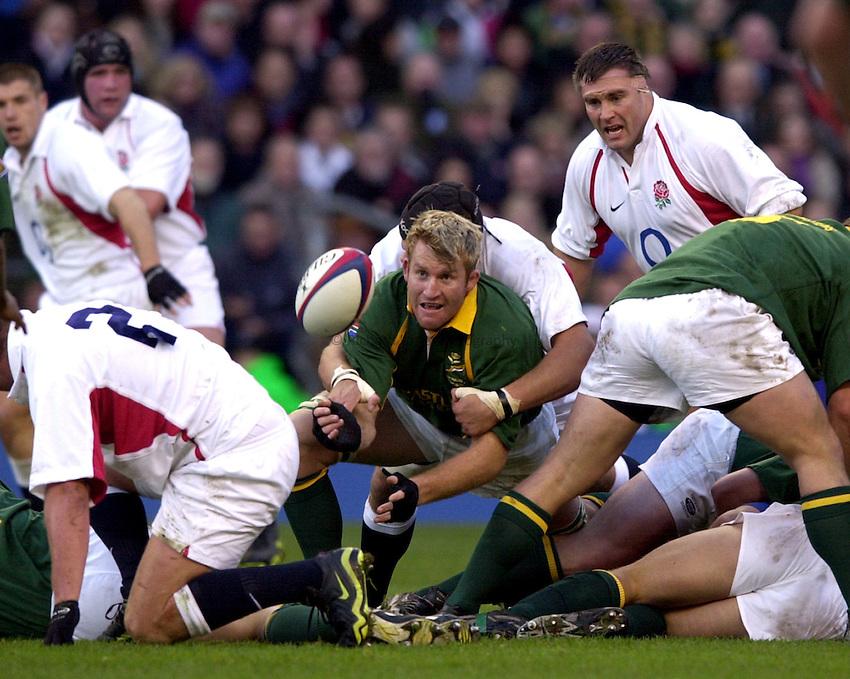Photo: Richard Lane..England v South Africa. Investec Challenge at Twickenham. 23/11/2002..AJ Venter gets the ball away.