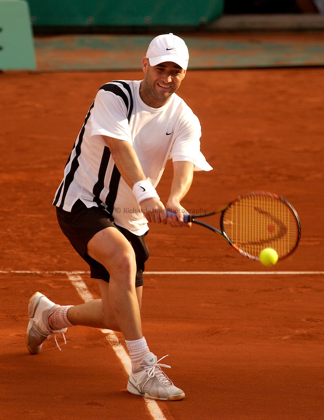 Photo. Jed Wee..French Open Tennis Championships, Roland Garros, Paris, France. 28/05/2003..Andre Agassi.