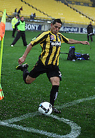 Phoenix' Leo Bertos takes a corner during the A-League football match between Wellington Phoenix and Perth Glory at Westpac Stadium, Wellington, New Zealand on Sunday, 16 August 2009. Photo: Dave Lintott / lintottphoto.co.nz