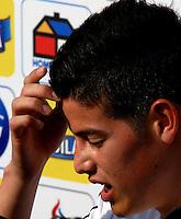 BARRANQUILLA, COLOMBIA - 19-03-2013: James Rodriguez jugador de la Selección Colombia durante entreno en Barranquilla, marzo 19 de 2103. El equipo colombiano se prepara en Barranquilla para los partidos contra Bolivia el 22 de marzo y Venezuela el 26 de marzo, partidos clasificatorios a la Copa Mundial de la FIFA Brasil 2014. (Foto: VizzorImage / Luis Ramírez / Staff). Juan Guillermo Cuadrado player of the Colombian national team during a training session in Barranquilla on March 19, 2012. The Colombia team prepares for the games against Bolivia next March 23 and Venezuela on March 26, matchs qualifying for the FIFA World cup Brazil 2014. (Photo: VizzorImage / Luis Ramirez/ Staff)..
