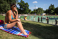 Deep Eddy Pool is surrounded by grassy slopes which are ideal for sunbathing. Topless sunbathing is permitted, as in the rest of Austin.
