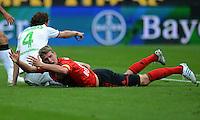 FUSSBALL   1. BUNDESLIGA  SAISON 2012/2013   4. Spieltag Bayer 04 Leverkusen - Borussia Moenchengladbach      23.09.2012 Roel Brouwers (li, Borussia Moenchengladbach) gegen Lars Bender (Bayer 04 Leverkusen)