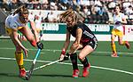 AMSTELVEEN - Hockey - Hoofdklasse competitie dames. AMSTERDAM-DEN BOSCH (3-1) Kitty van Male (A'dam) met links Pien Sanders (Den Bosch)  COPYRIGHT KOEN SUYK