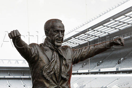 25.10.2015. Anfield, Liverpool, England. Barclays Premier League. Liverpool versus Southampton. The statue of legendry Liverpool manager Bill Shankly outside the Kop end of the stadium.