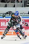 #a73# gegen Mannheims Marcus Kink (Nr.17)  beim Spiel in der DEL, Augsburger Panther (gruen) - Adler Mannheim (weiss).<br /> <br /> Foto &copy; PIX-Sportfotos *** Foto ist honorarpflichtig! *** Auf Anfrage in hoeherer Qualitaet/Aufloesung. Belegexemplar erbeten. Veroeffentlichung ausschliesslich fuer journalistisch-publizistische Zwecke. For editorial use only.
