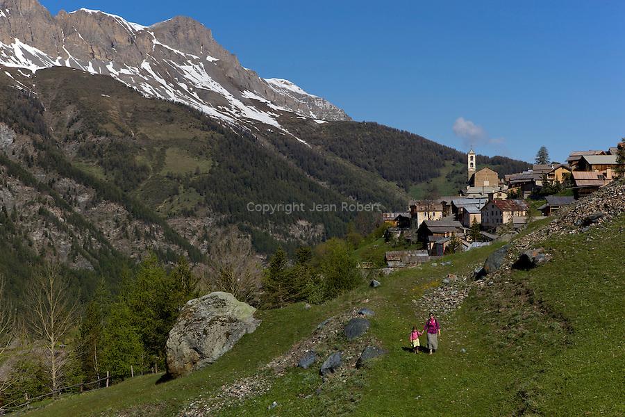 Village de Saint-V&eacute;ran souvent qualifi&eacute; de  plus haute commune de France ou d'Europe situ&eacute; &agrave; 2042 m d'altitude.<br /> Saint V&eacute;ran village. At the altitude of 2042 m, this village is said to be the highest in France and Europe
