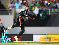 Ish Sodhi bowling.<br /> Pakistan tour of New Zealand. T20 Series.2nd Twenty20 international cricket match, Eden Park, Auckland, New Zealand. Thursday 25 January 2018. &copy; Copyright Photo: Andrew Cornaga / www.Photosport.nz